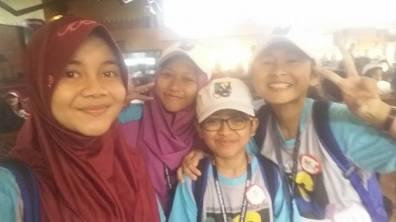 Thiya, aku, Auzan, dan Jingga